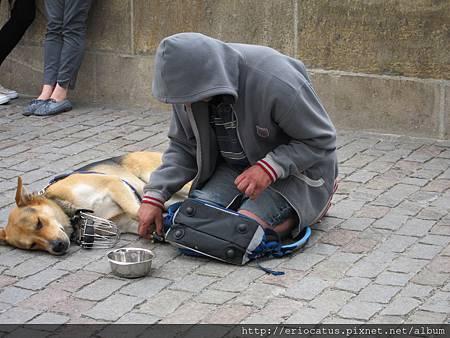 布拉格-街頭行乞的人