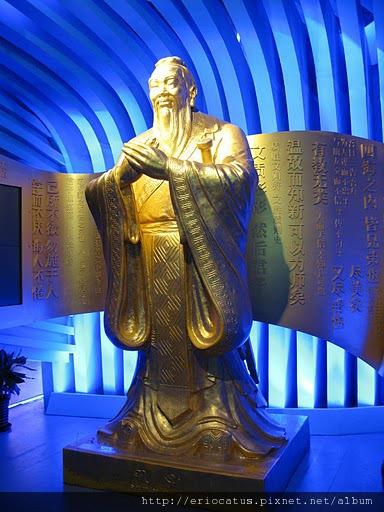 山東館孔子像