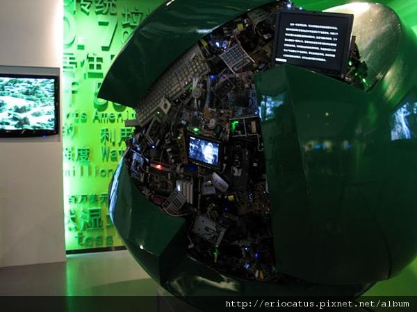 廢電子做成的裝置藝術