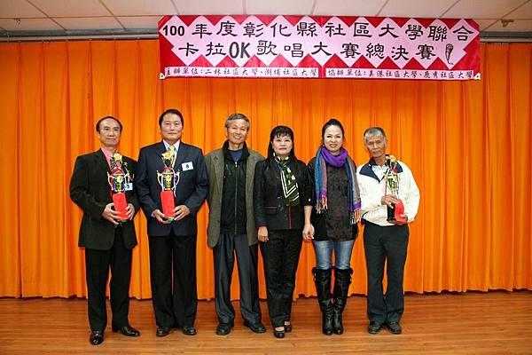 長青組第三名(左起謝榮義、林清山、吳明敏校長、陳玉姬校長、林淑玲執行長、楊吉雄)