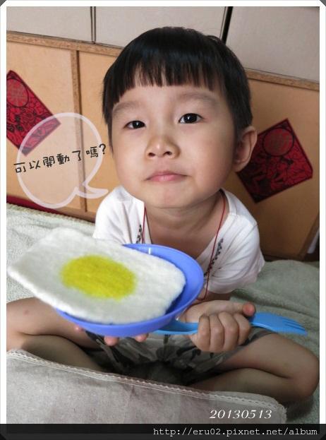 弟弟吃荷包蛋