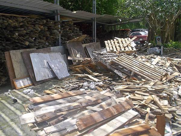 照門休閒農業區 九芎湖劉家莊燜雞 原來是用這種木頭當柴燒