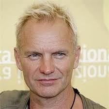 Sting 長得像 藍色小精靈的男主角 Patrick