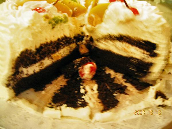 內層巧克力蛋糕和奶油分佈也很美