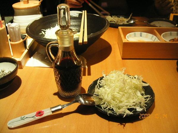 高麗菜絲沾醬是柚香醬