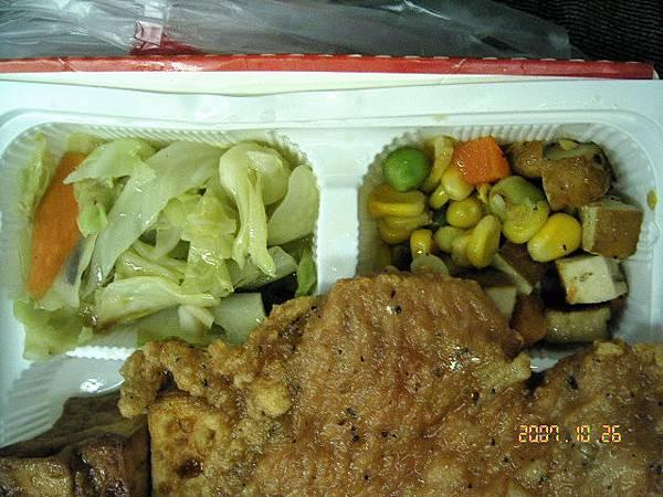 配菜:炒高麗菜+豆干炒三色蔬菜