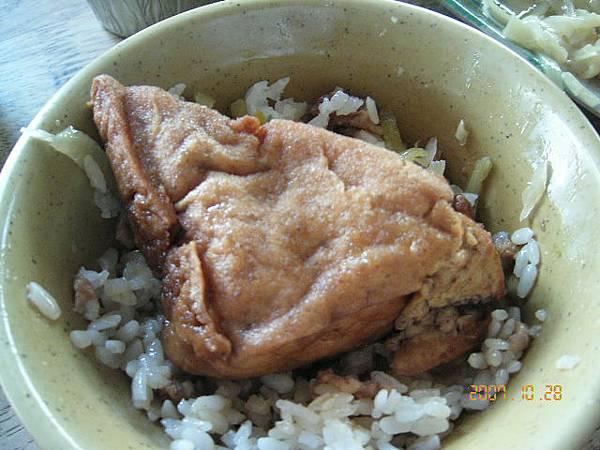 油豆腐幾乎跟碗面一樣大