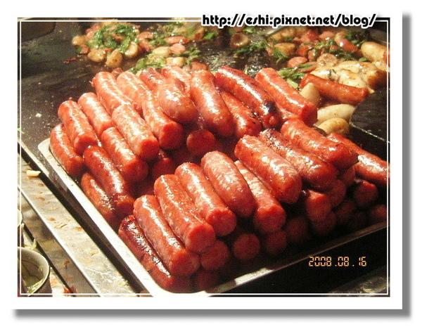 成疊的香腸看起來就很美味