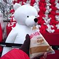 白熊也來喝一口