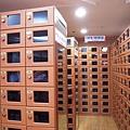 這一格一格的是鞋櫃