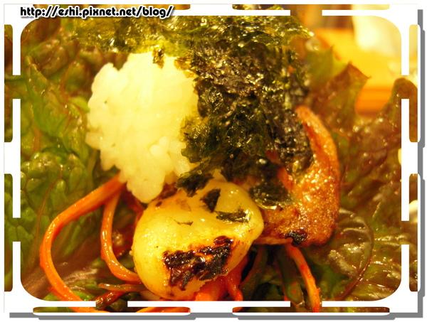 終極吃法:烤肉+烤大蒜+泡菜海苔生菜