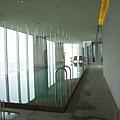 * 頂樓的泳池 *