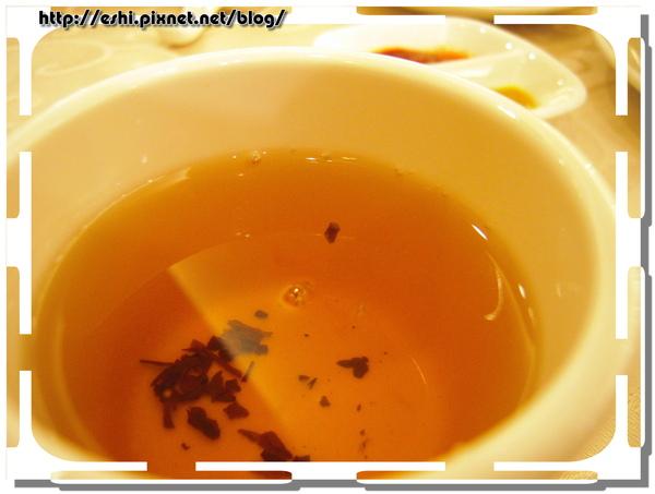 有茶葉立起來呢