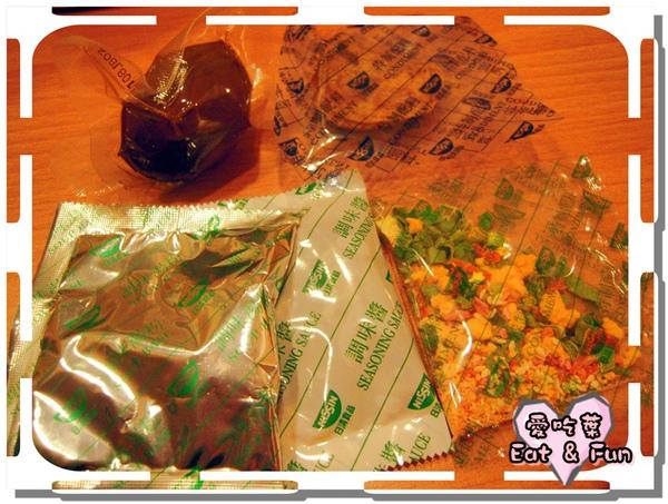 泡麵裡面的調味料就有5包