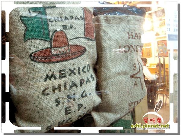 店裡很多這樣一袋袋的咖啡豆
