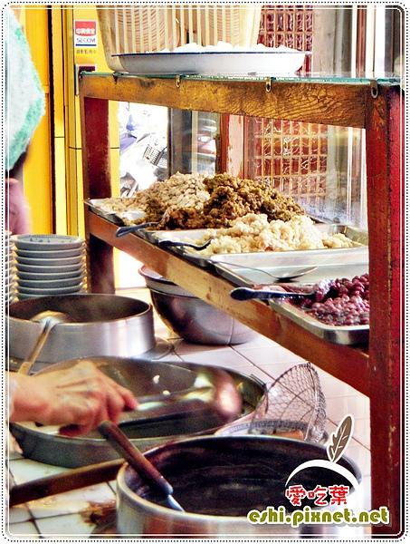 木櫃與灶上的鍋