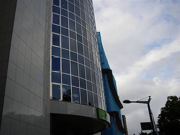 161.蘇黎士金融大樓,旁邊的工地是台灣史上最昂貴的危樓