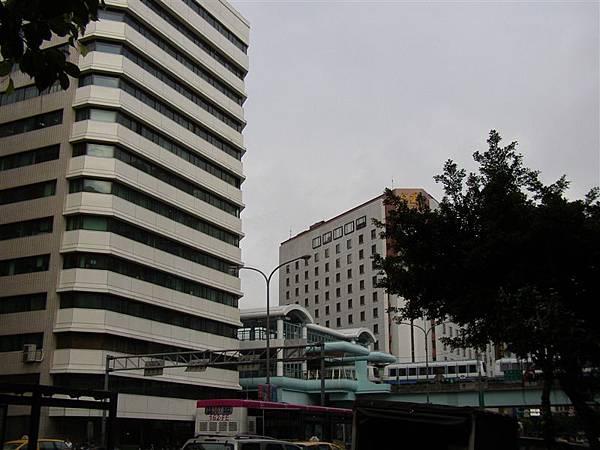 162.大同大樓與兄弟飯店,夾著南京東路捷運站