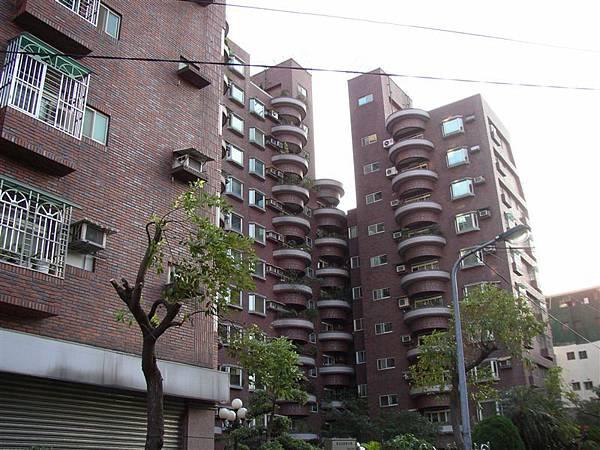 211.阿嬤家的祖厝已經改建成圓山巴黎大廈