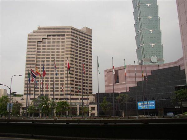 343.從基隆路看世貿中心(與君悅飯店)