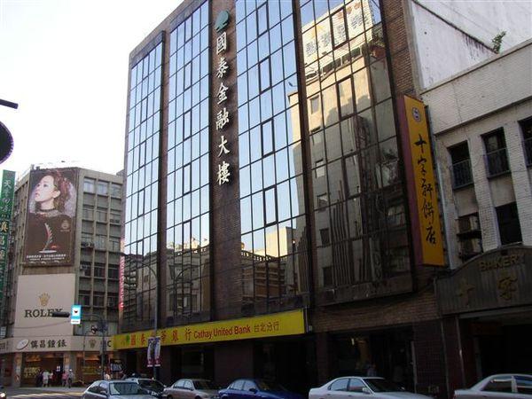 111.博愛路世華銀行原址為台灣第一家百貨公司
