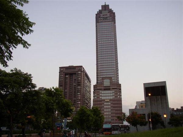 111.新光大樓與前大亞百貨