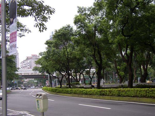 151.仁愛建國路口是台灣最早的公共造景