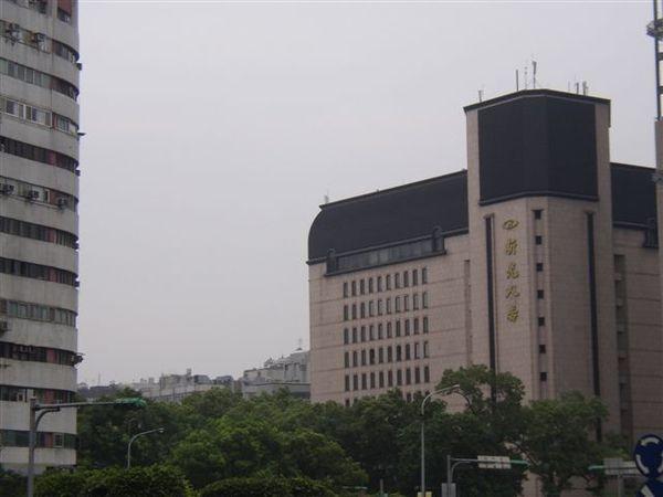 154.仁愛圓環東北側的新光人壽大樓(誠品敦南店)