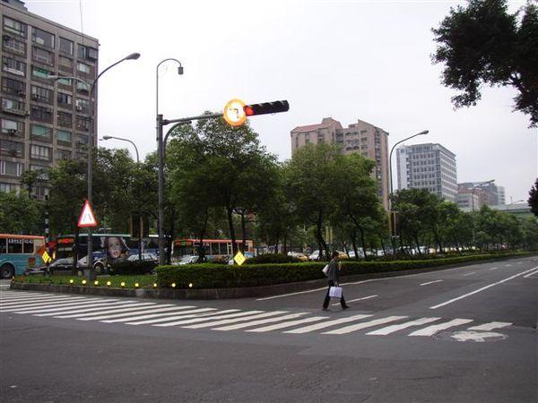 154.台北市最早有電梯住宅的復旦橋南端