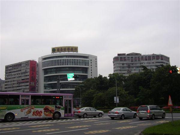 154.仁愛圓環西北側(國泰銀行)