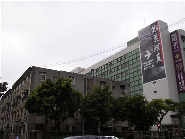 113.郵政大樓後方為始終未能更新的華光社區