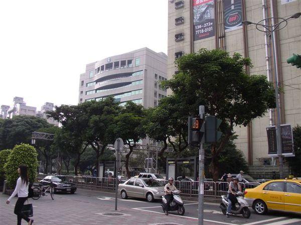 112.信義路電信大樓