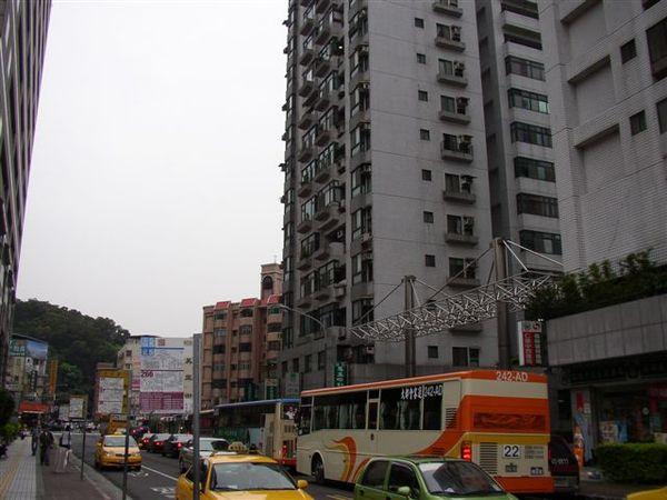 343.名實不副的吳興街公車總站
