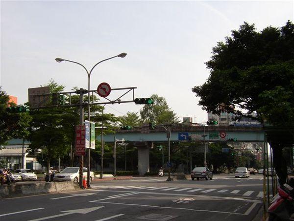 155.基隆路調撥車道