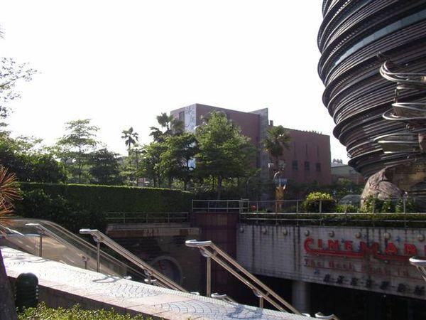 352.京華城底下喜滿客影城的入口