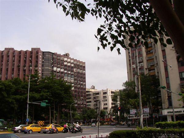 351.三民路圓環(西往東)