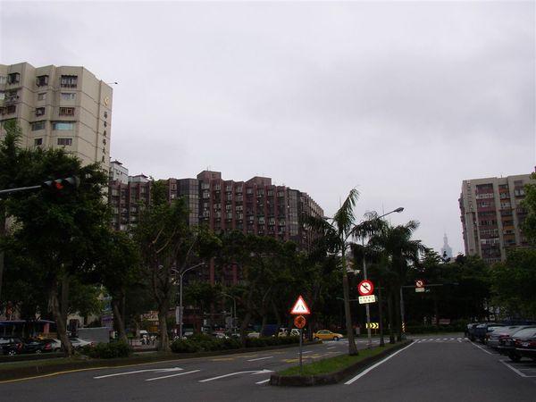 351.三民圓環(北往南)