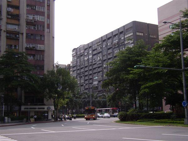 351.三民圓環(東南往西)
