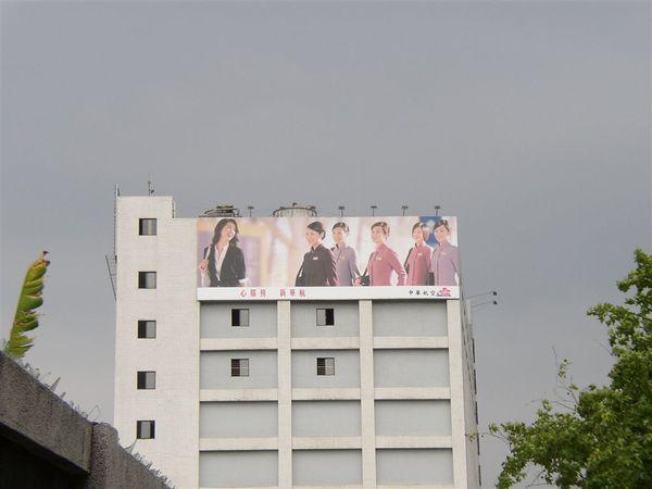 351.台北市最多正姐的廣告看版