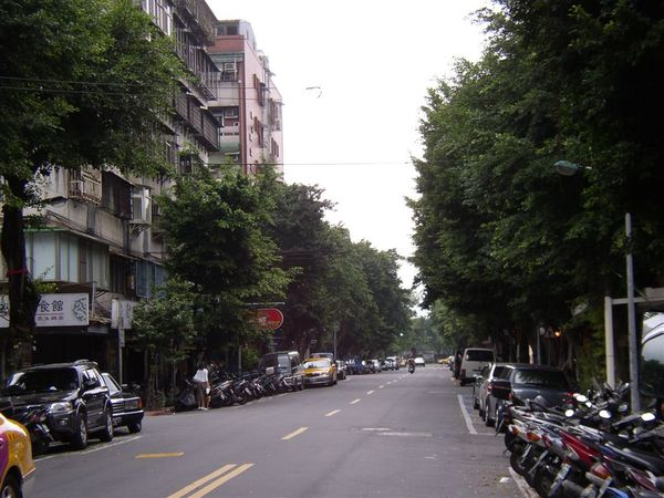 351.<藍色大門>中女主角家所在的民生東路五段69巷