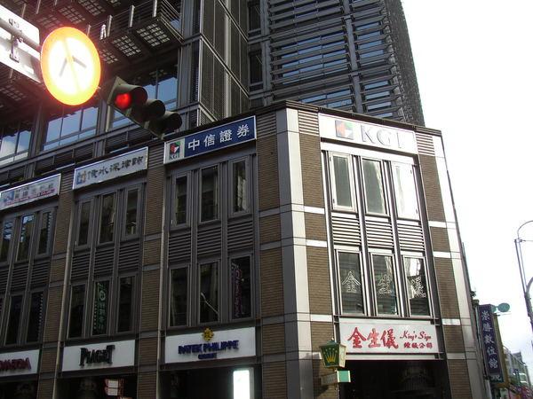111.金生儀鐘表行是城內第一家台灣人商店