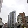 我很喜歡三圓建設租給Canon的大樓,有點像慕尼黑HypoVereinsbank總行陽春版