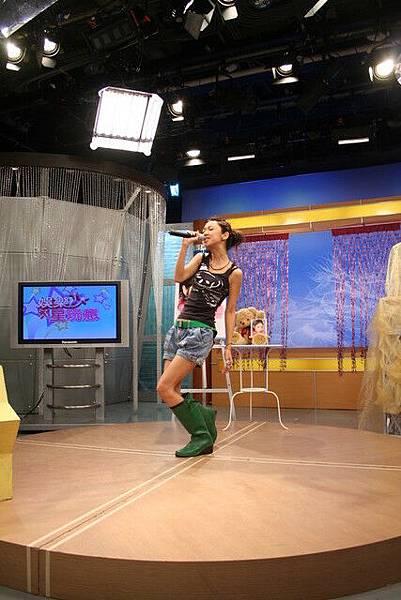 載歌載舞的Fiona  好可愛呀~~~~~~
