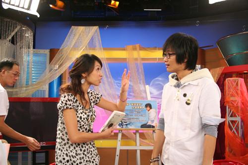 錄完影了Windy和卓義峰還在討論電視購物哪個好...
