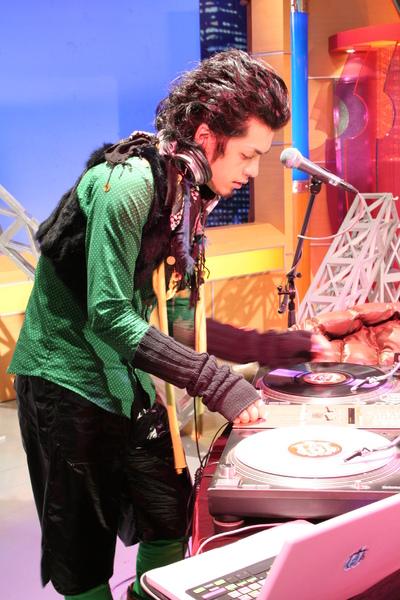 宗華可是名列世界前六大DJ呢