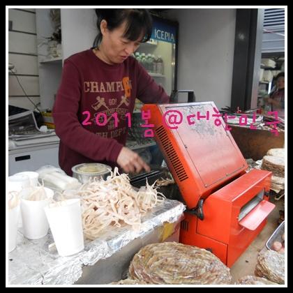 江邊站前的這阿朱媽的烤魷魚很好吃