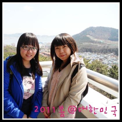 一直在自拍的我們,有個韓國人好熱心的來幫我們拍合照