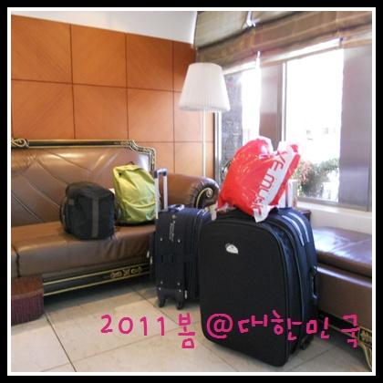 要回家了...滿滿的行李,後面還藏了兩箱