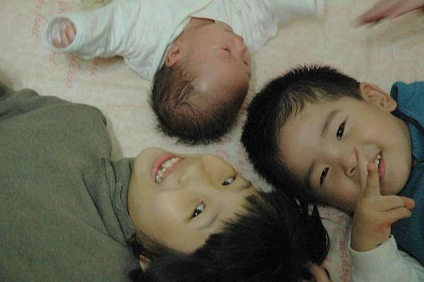三個小孩.jpg