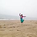 所以我們來到海邊,跳舞的女孩